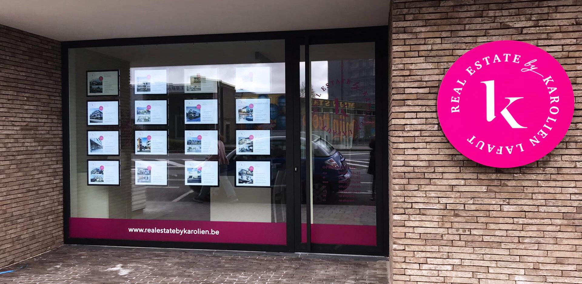 Roeselare kantoor Real Estate etalage