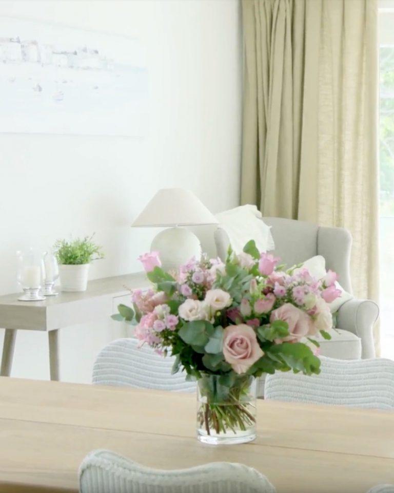 Interiors by karolien lafaut tafel bloemen living
